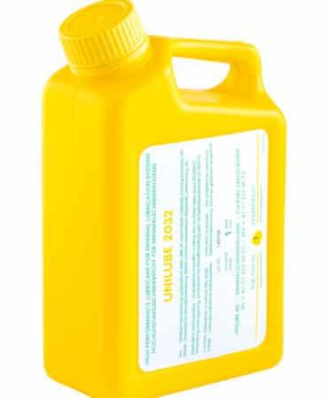 Zeigt einen 1 Liter Kanister mit dem Schmierstoff Unilube 2032, für den Einsatz von Minimalmengenschmierung.