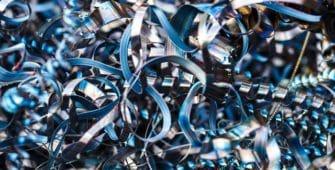 Zeigt einen Haufen Metallspäne. Sinnbild für ein effektives Metallspäne Recycling mit Unilube.