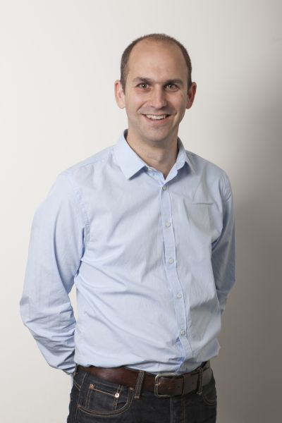 Mostra il signor Jonas Hügli, amministratore delegato e proprietario di Unilube AG
