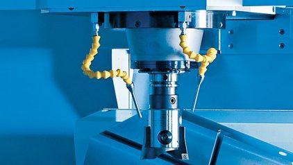 Zeigt einen Maschinenraum einer Fräsmaschine bei der Unilube Minimalmengenschmierung verwendet wird.